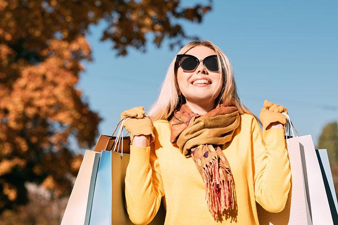 Modne akcesoria i dodatki do kobiecych stylizacji na jesień